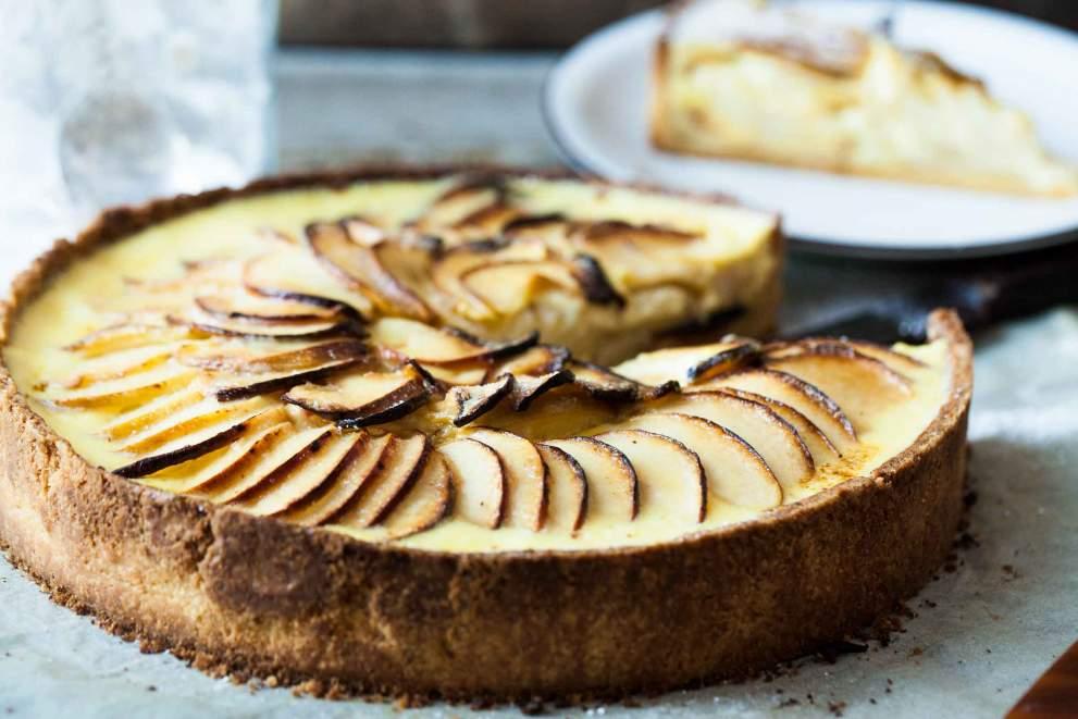 Jabolčna pita z vanilijevo omako