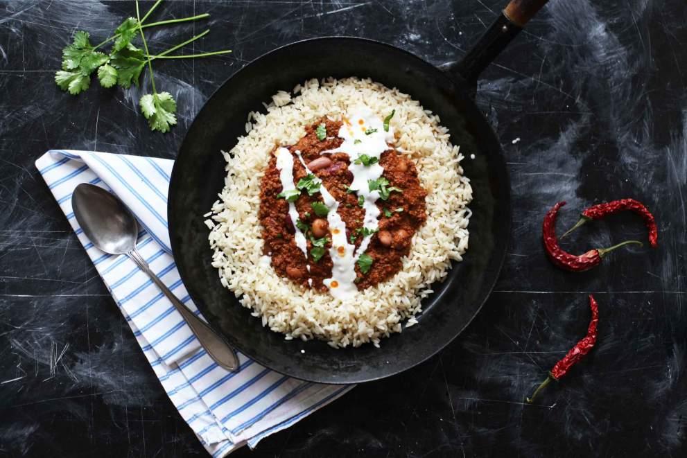 Chili con carne z rižem in kislo smetano