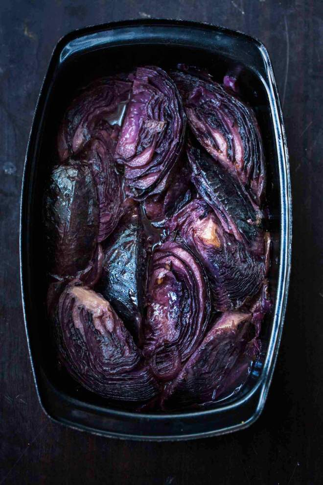Red cabbage with sweet apples