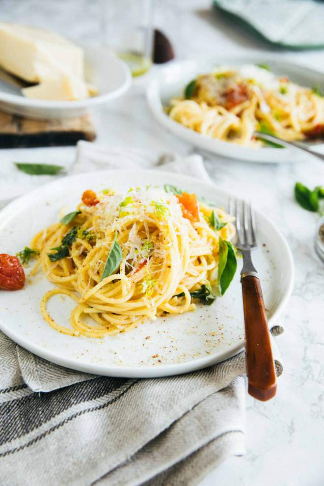 Spaghetti with roasted tomatoes and garlic